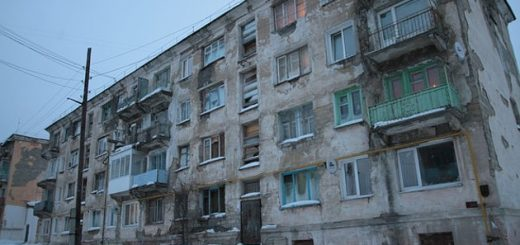 05_big_shit_crystall_in_russian_building